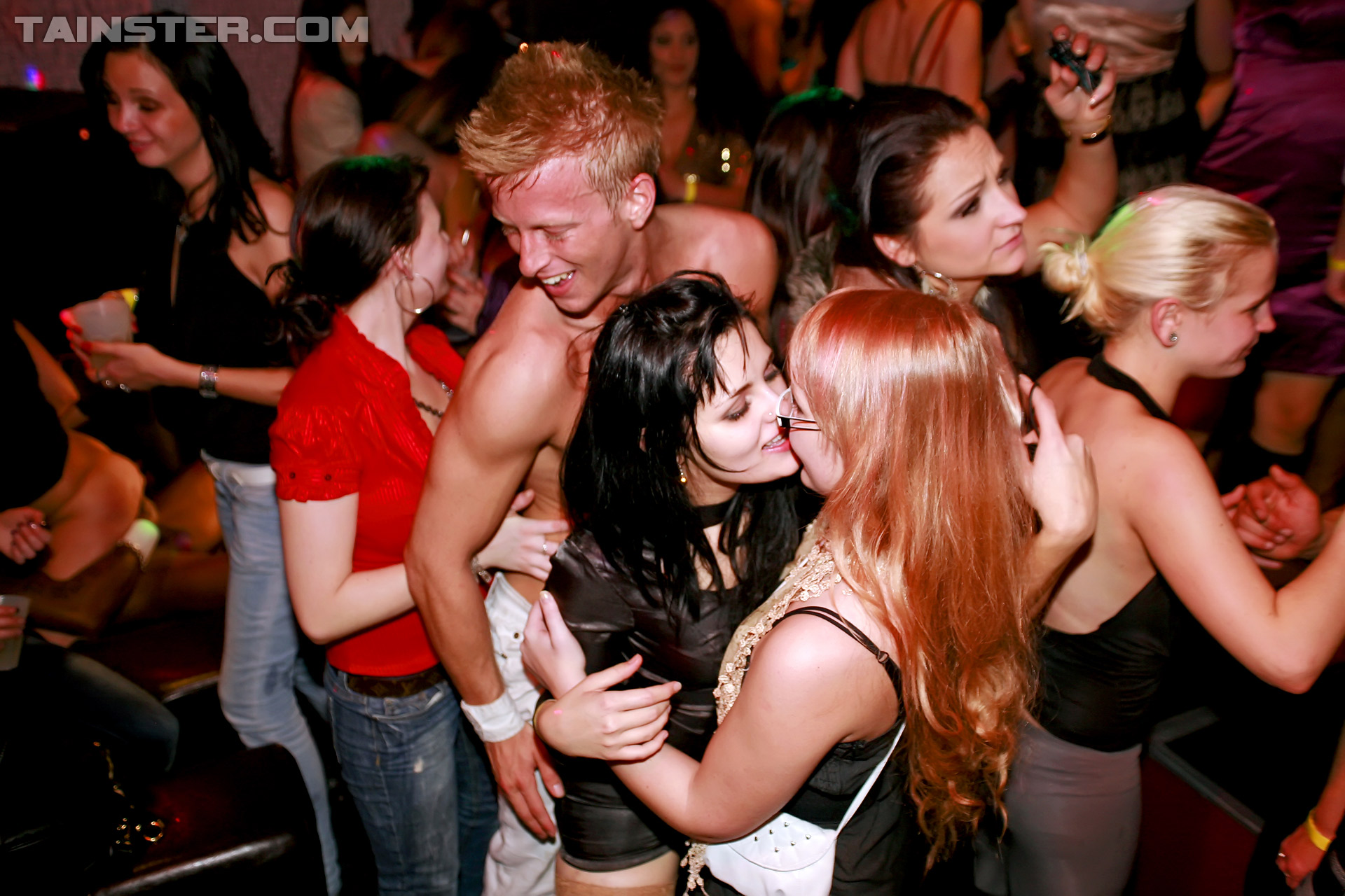 girls kissing at party